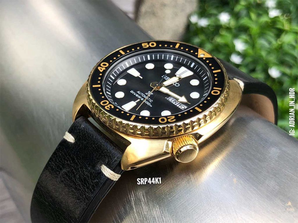 Seiko SRP44: Rather than conventional wrist shots, I love to get up close and personal with all the watches that I am capturing, like this shot of the Seiko Goldtone Turtle