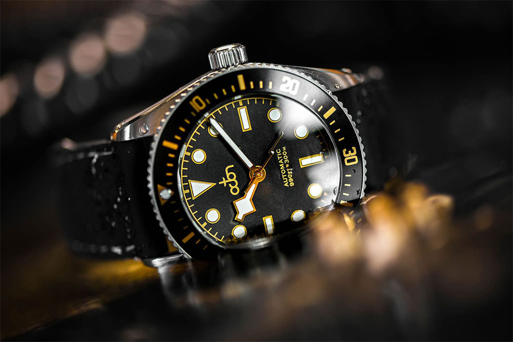 Octon Watch Schwarz Gold